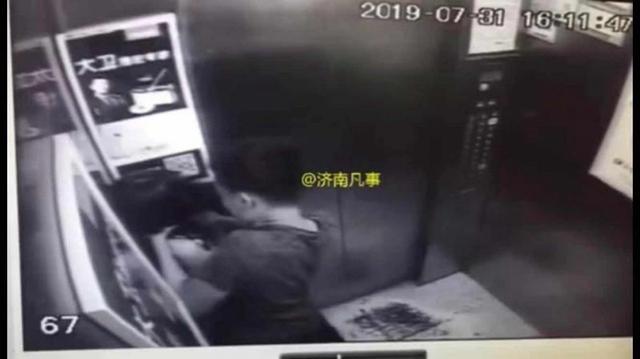 男子电梯内手掐女孩脖子20余秒 济南警方:正核实