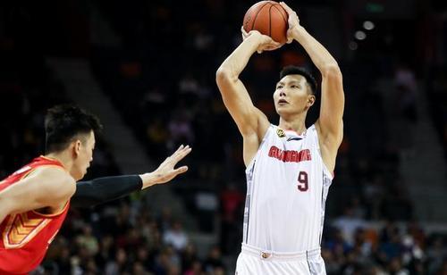 中国男篮17分大胜美国星锐 易建联复出首秀
