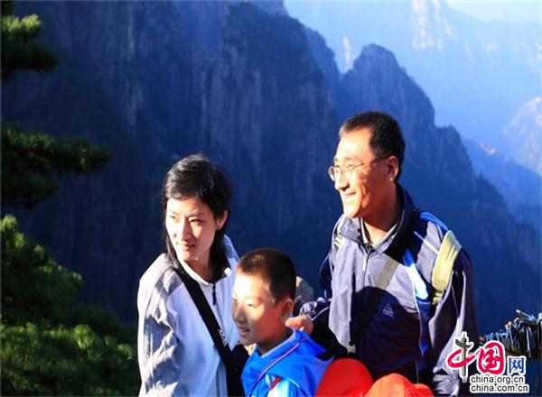"""黄山征集游客""""到此一游""""照 纪念新中国70华诞"""