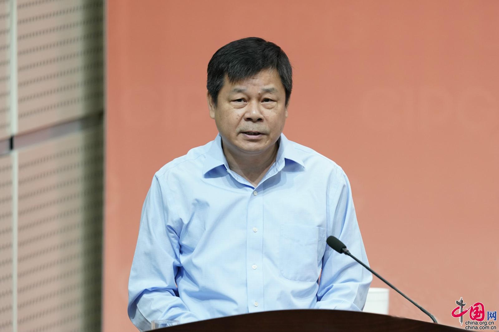 中国网北京9月5日讯 4日上午,庆祝中国外文局建局70周年座谈会在京召开,中共中央政治局委员、中央书记处书记、中央宣传部部长黄坤明宣读习近平总书记贺信并讲话。