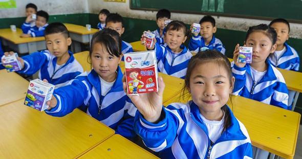 """河北霸州:6万农村小学生吃上""""暖心课间餐"""""""