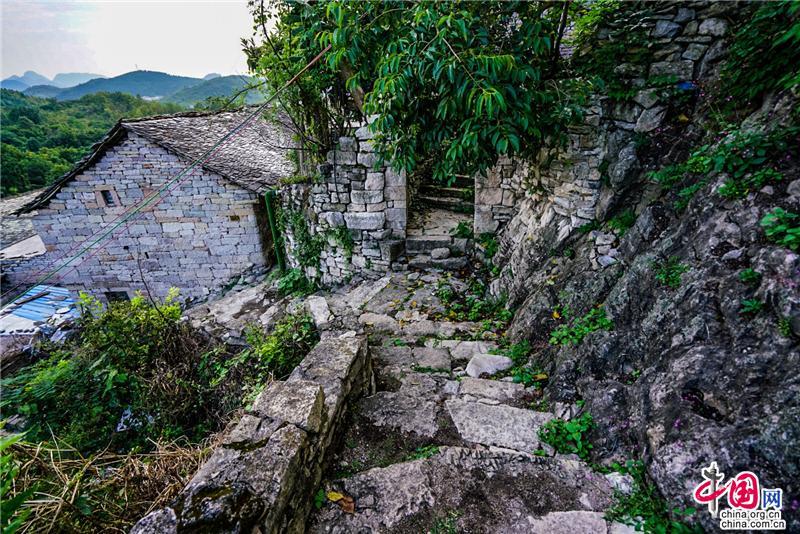 <b>石头寨:距离黄果树大瀑布最近的乡村田园景</b>