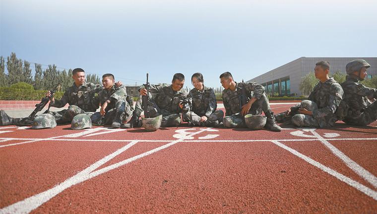 军装见证:三代军人的青春模样