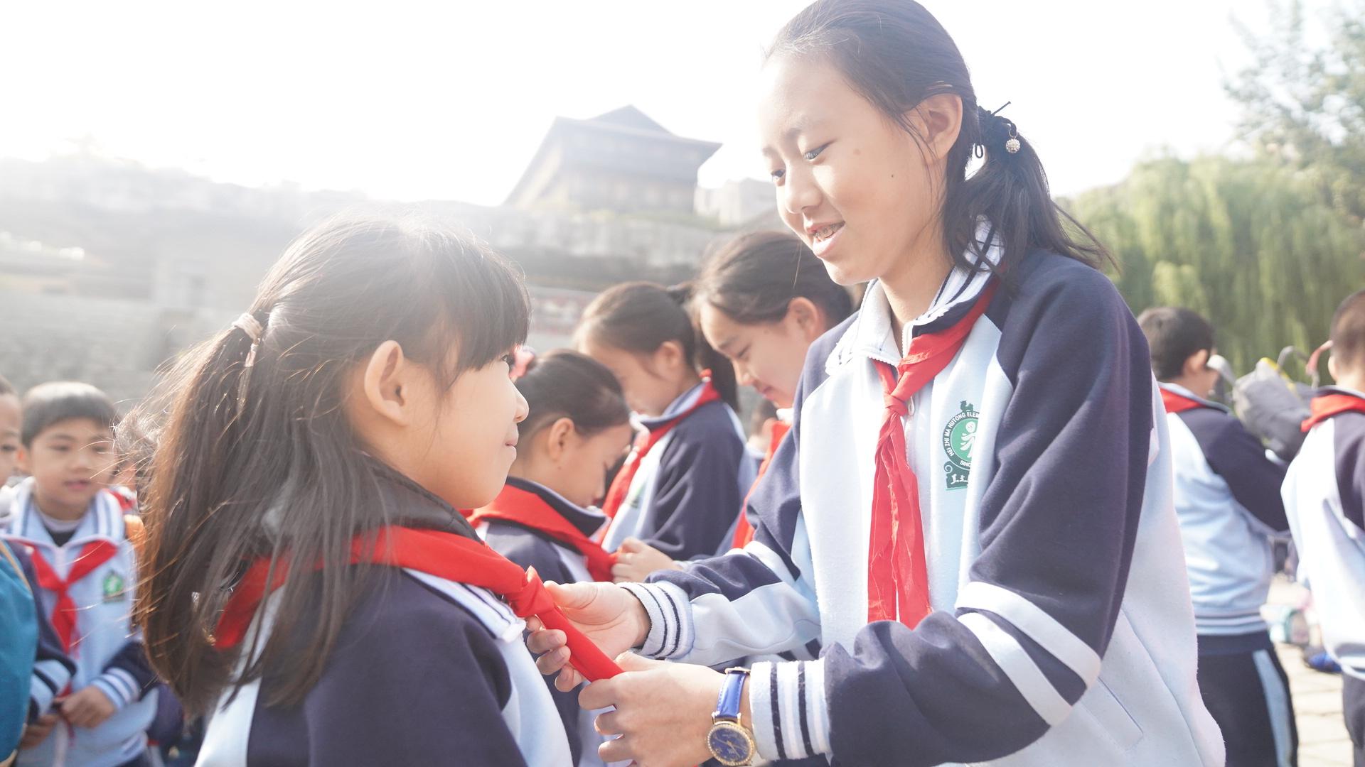 北京:黑芝麻胡同小学献礼中国少年先锋队建队70周年