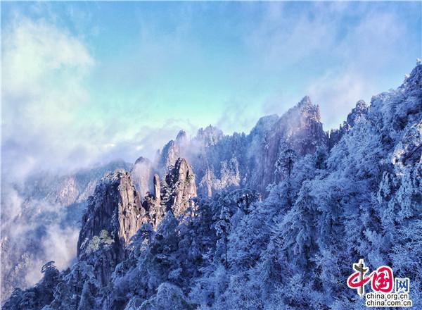 初雪飄落安徽黃山 自然天成猶如童話世界