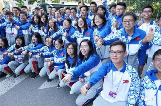 志愿者以青春激情和实际行动献礼国庆