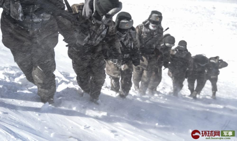 零下30度、海拔4800多米 驻西藏部队顶风冒雪巡逻边关民歌联唱200首