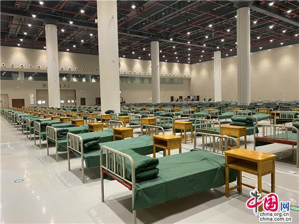 """武汉光谷科技会展中心建起""""方舱医院"""" 收治新型冠状病毒肺炎轻症患者"""