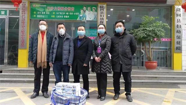 湖南隆回爱心人士袁玉文爱心捐赠口罩和消毒液