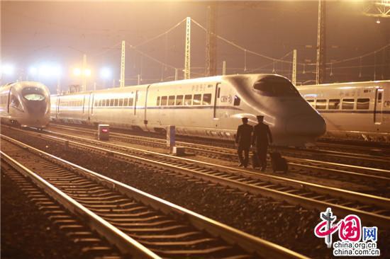 哪怕只有一趟载客列车,这趟保障旅客安全的动检确认车都必须要开