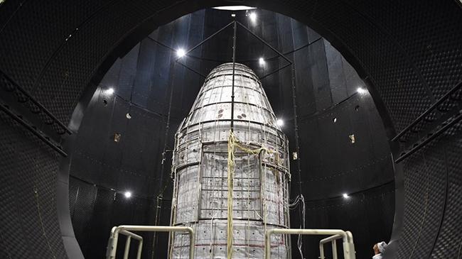 新一代载人飞船试验船返回舱成功着陆 研制画面首