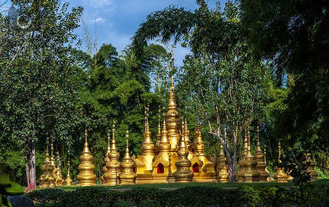 夜宿中緬邊境的傣家竹樓,一覺醒來眼前出現一個美麗的村寨