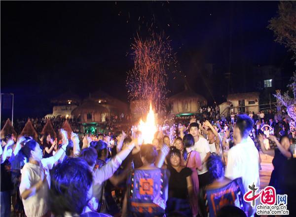 贵州荔波:文明+旅游+扶贫_旅游日见证瑶山巨变