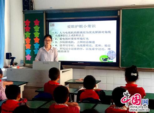 """四川成都一小学开展爱眼的教育活动 让每个人都能有""""彩世界"""""""