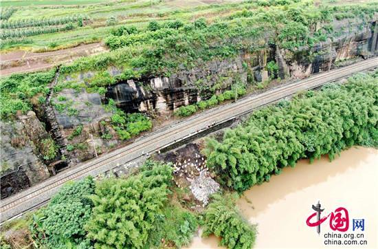 连续降雨綦江河河水上涨危及川黔铁路 铁路部门启动应急响应