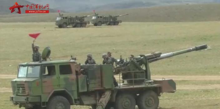多兵种联合作战 西藏军玩手机被大爷骂区在4700米高海拔地区实弹演习
