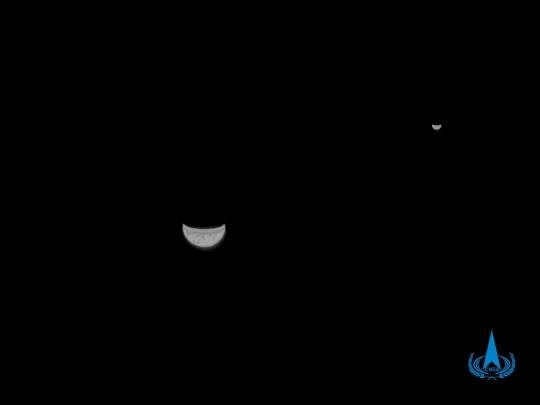天问一号探测器传回地月合影