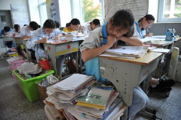 """南京一中为""""低分高考""""认错 素质教育是玩火?"""