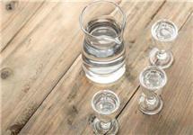 白酒股三季报发布:泸州老窖涨停五粮液市值近万亿