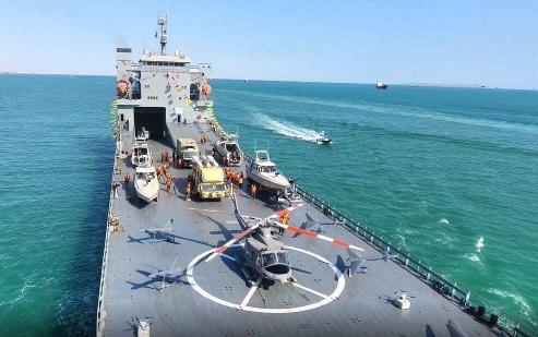 """伊朗新型""""海上移动堡垒""""服役"""