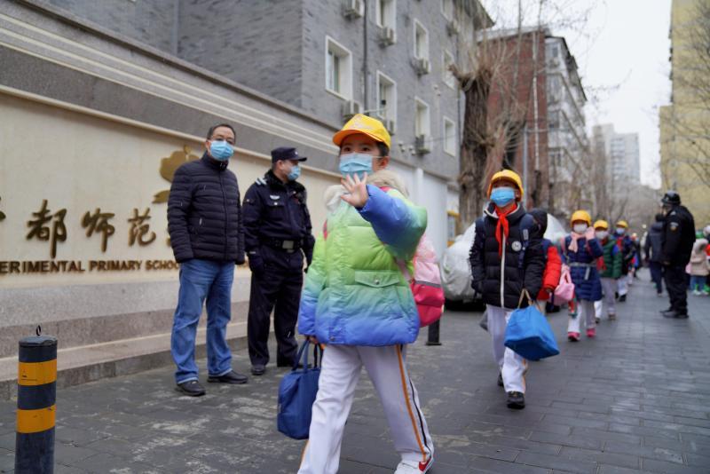 """北京百万中小学生迎开学 开学典礼正当""""红"""""""