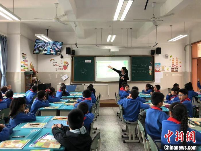 """""""5G双师课堂""""高新区新华学校教学现场。(受访者供图)"""