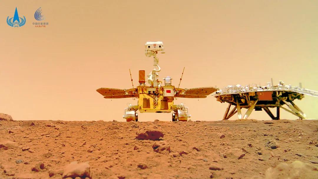 国家航天局举行天问一号探测器着陆火星首批科学影像图揭幕仪式[组图]