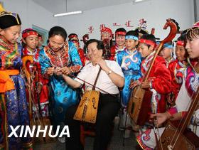 وصل وفد الحكومة المركزية الذى قاده نائب الرئيس الصينى تسنغ تشينغ هونغ الى بكين اليوم / الاحد/ عقب رحلة  استغرقت خمسة ايام فى منطقة منغوليا الداخلية ذاتية الحكم فى شمال  الصين .
