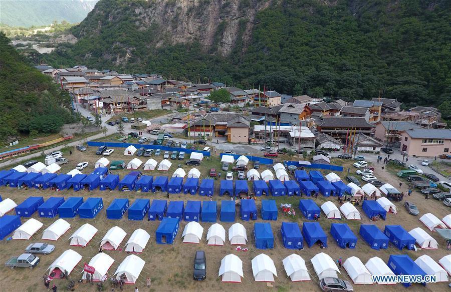Après le séisme du Sichuan, les sinistrés s'installent dans des tentes