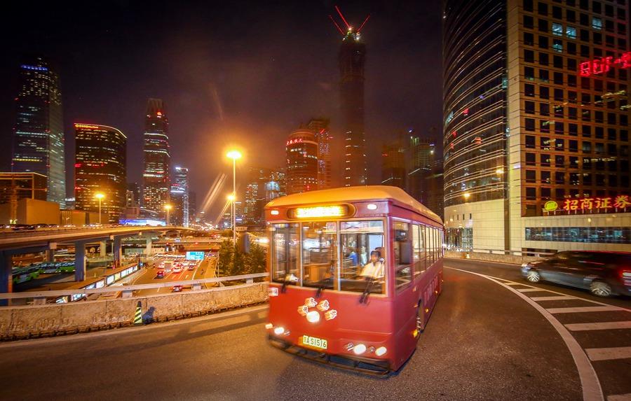 Le vieux tram reprend du service nocturne à Beijing pour les visiteurs