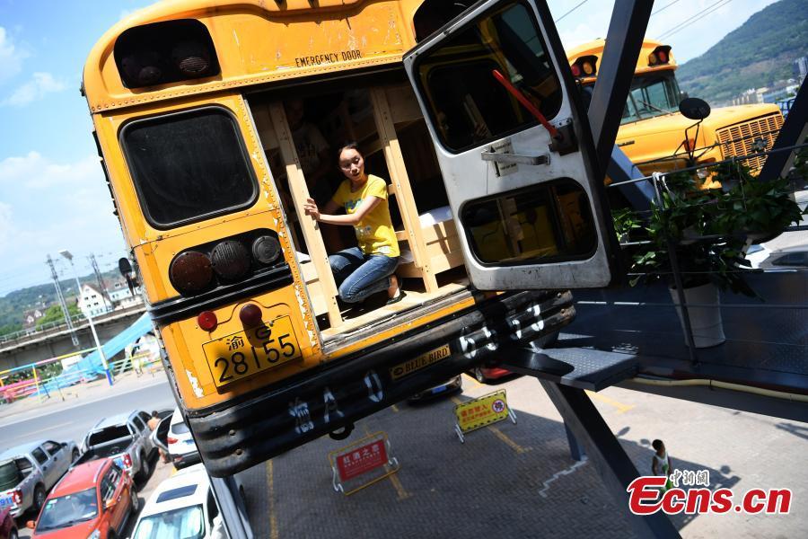 Des bus scolaires sont transformés en gîte à Chongqing