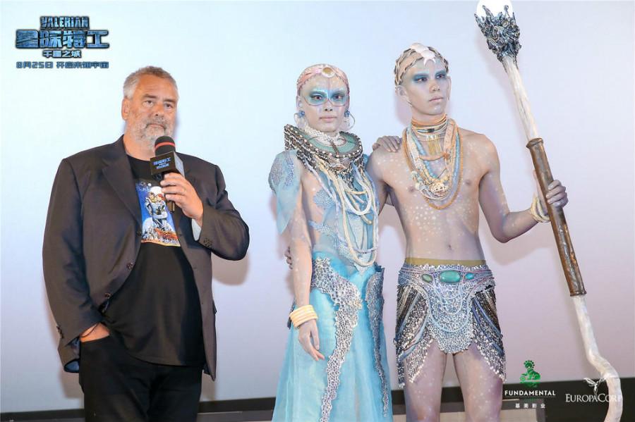 Luc Besson en promotion pour son film Valérian et la Cité des mille planètes à Beijing
