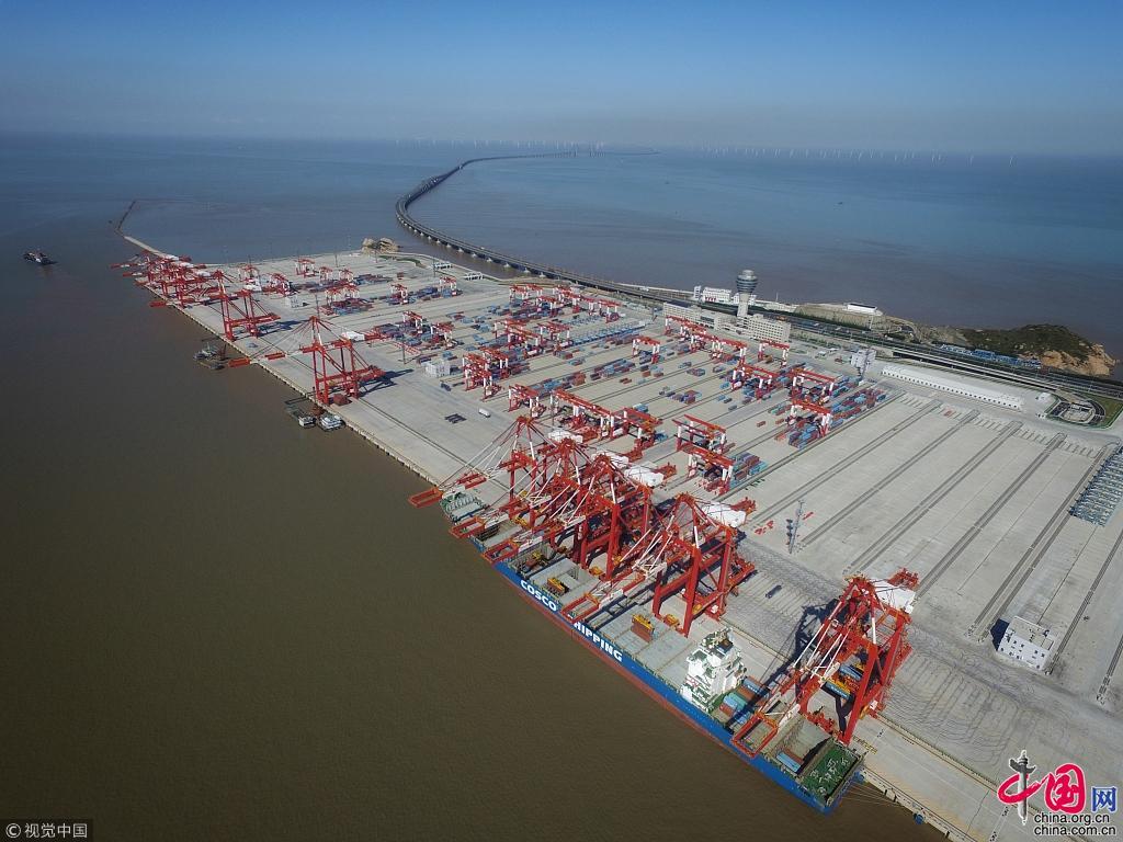 Le plus grand port maritime automatis du monde entrera bient t en service shanghai - Le plus grand port en afrique ...