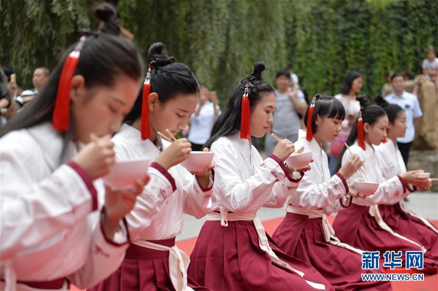河北省ケイ台市で中国式の女性の...