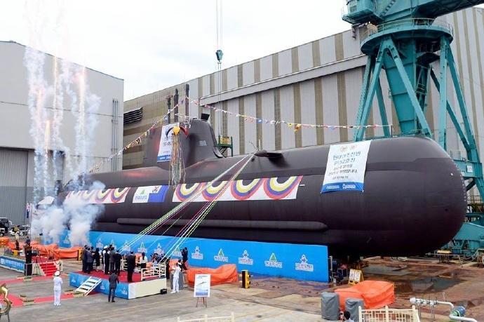 韓国海軍の214型潜水艦、9番艦が...