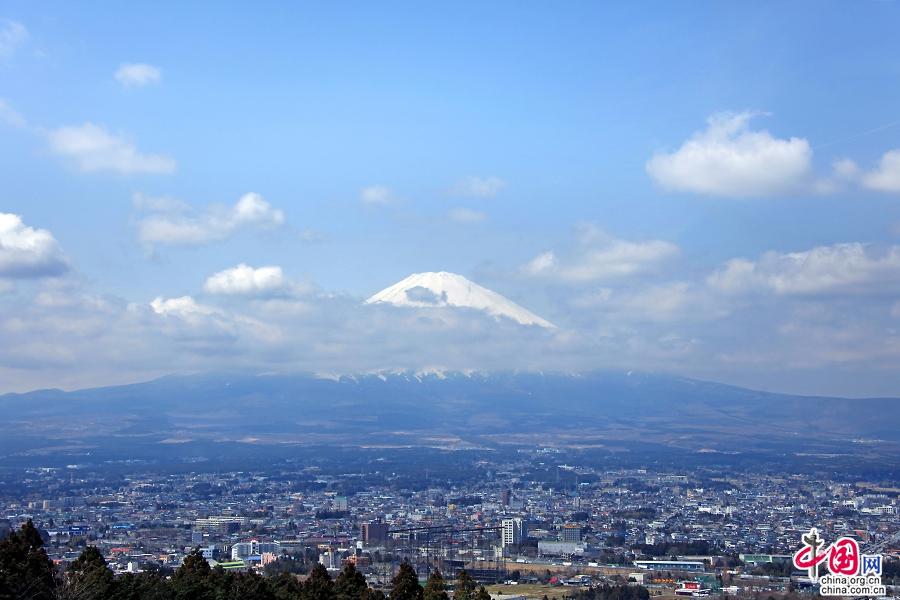 云上的富士山