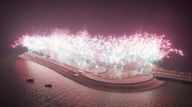 港珠澳大橋が点灯 開通の準備整う