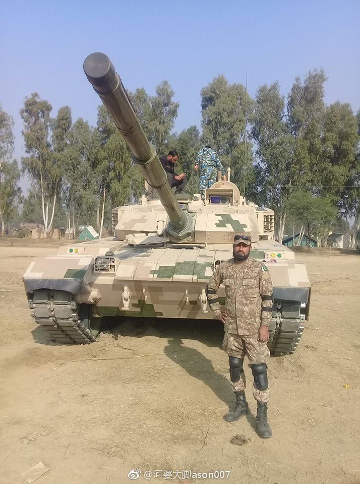 パキスタン軍、VT-4戦車のテスト...