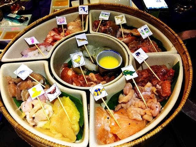 这里人将鳄鱼、大象、蛇、驼鸟、鲨鱼全都烤着吃,比广东人还能吃
