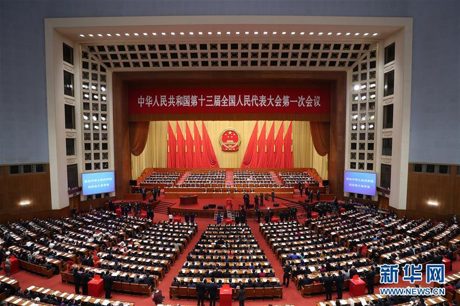 全人代会議、憲法改正案を可決