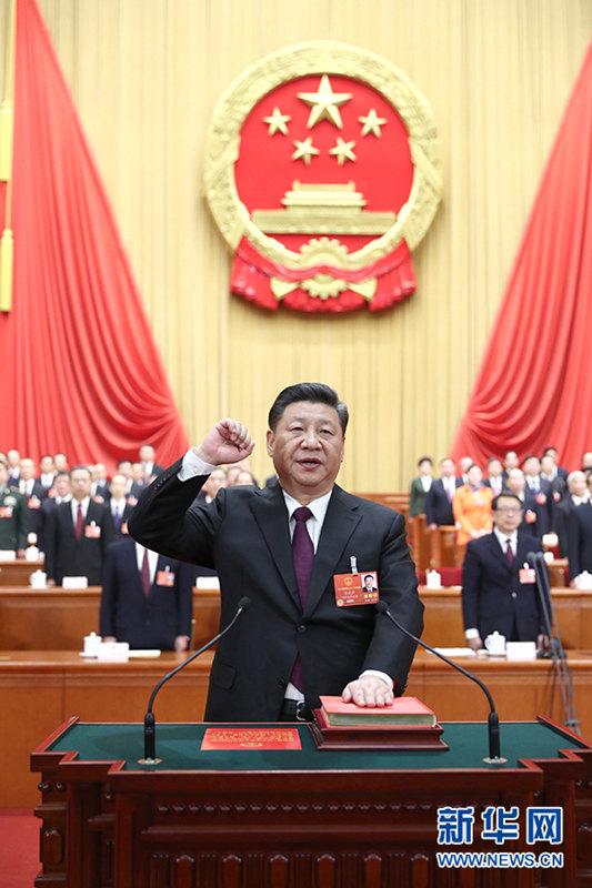 国家主席・中央軍事委員会主席に選出された習近平氏が憲法宣誓
