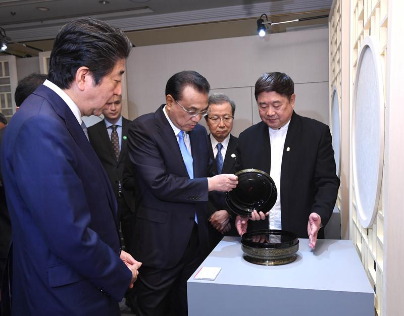 中日首相が「故宮文化・クリエイティブ展示会」を見学