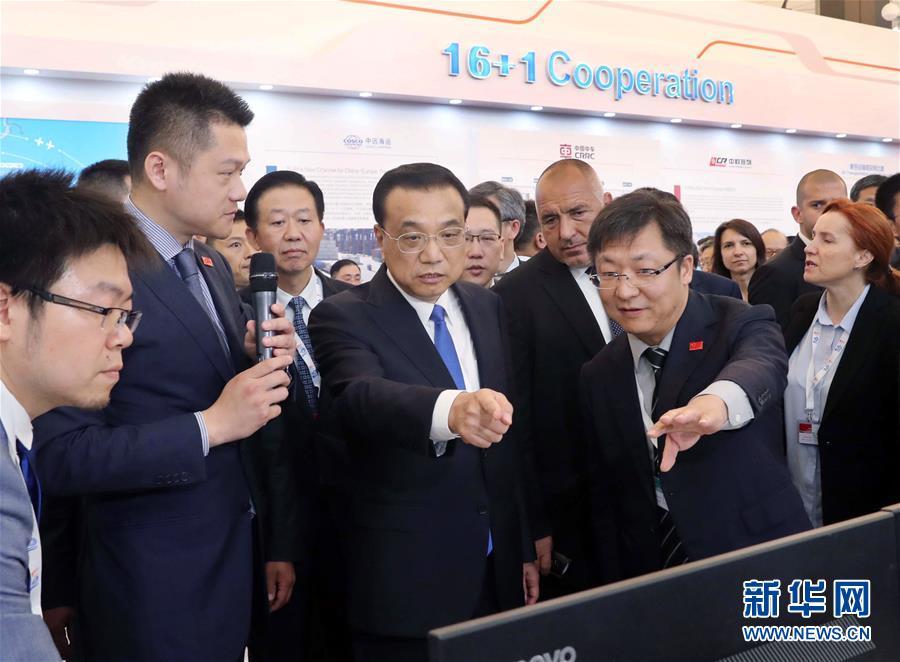 李克強総理が中国―中・東欧諸国地方協力成果展を見学