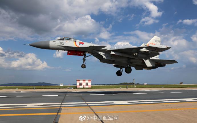 J-15艦載機、昼夜離着陸と総合能...