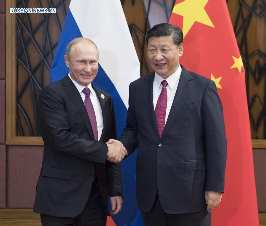 Председатель КНР Си Цзиньпин сегодня во вьетнамском городе Дананг встретился с президентом РФ Владимиром Путиным.