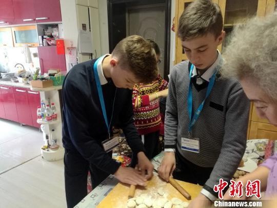 Взаимные визиты молодежи Китая и России: установление дружеских контактов с помощью культуры стимулирует обмены