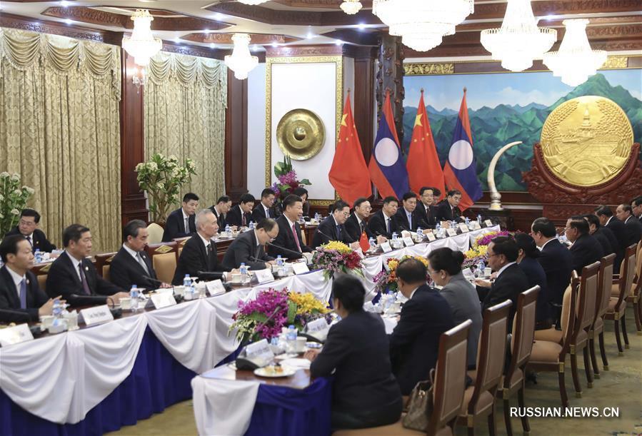 Си Цзиньпин провел переговоры с генеральным секретарем ЦК НРПЛ, президентом Лаоса Буннянгом Ворачитом