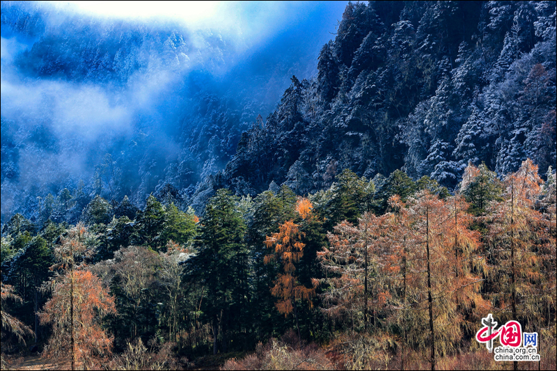 Прекрасные пейзажи на реке Тяньвнь в провинции Сычуань