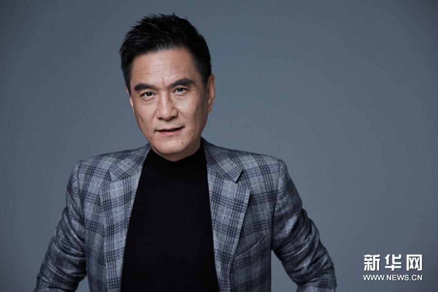 Китайский актер Ли Цян создает модный стиль