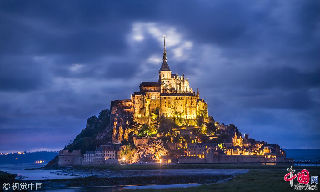Топ-15 самых прекрасных древних замков в мире